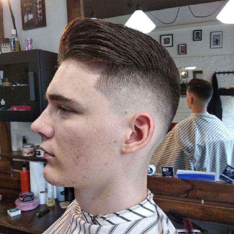 Fryzurę wykonał Barber Ruani. Fade z brzytwą