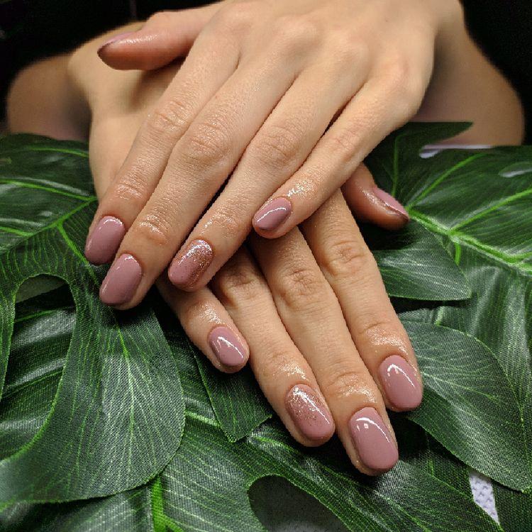 Manicure hybrydowy ze zdobieniem
