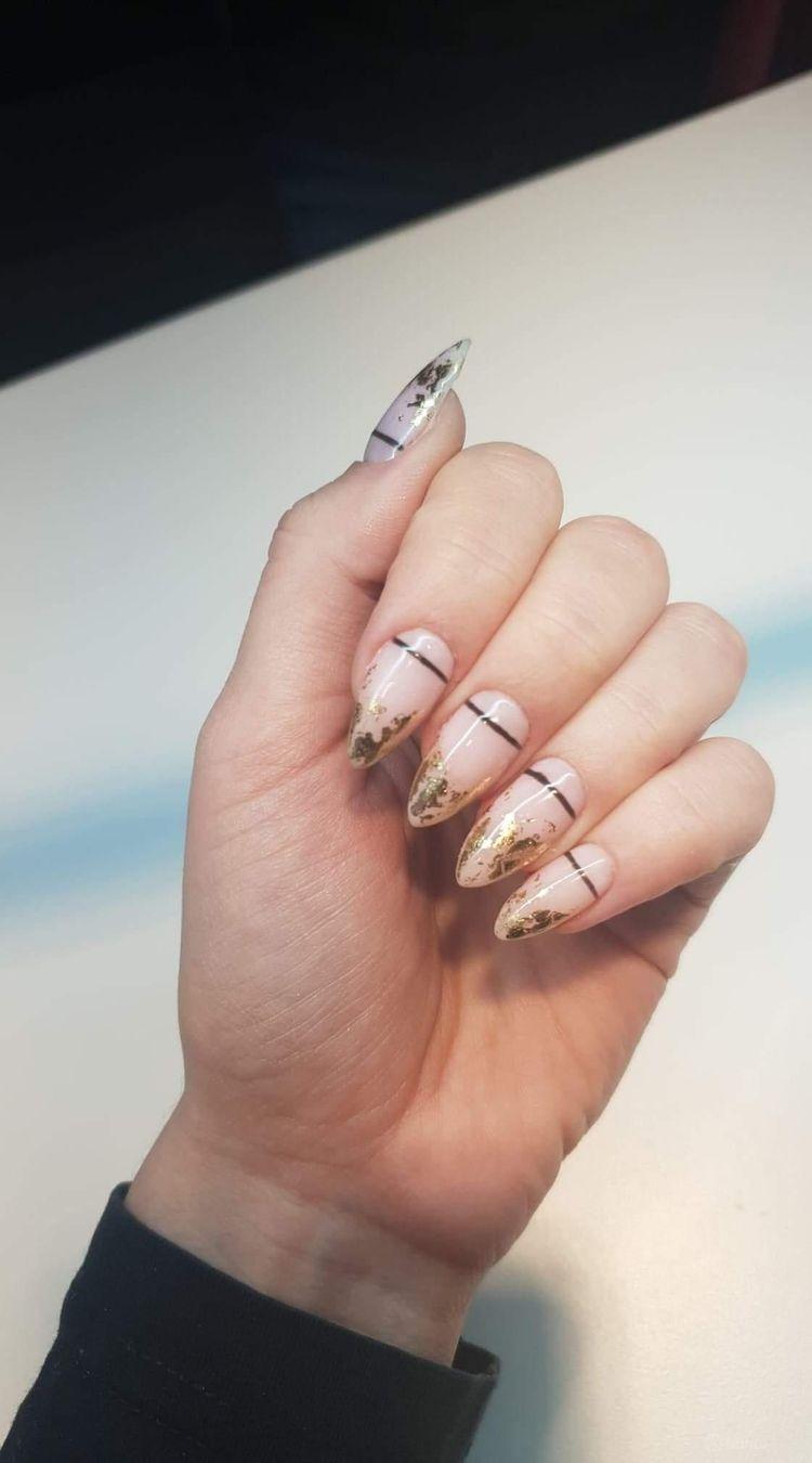 Przedłużanie paznokci metodą żelowa z hybryda
