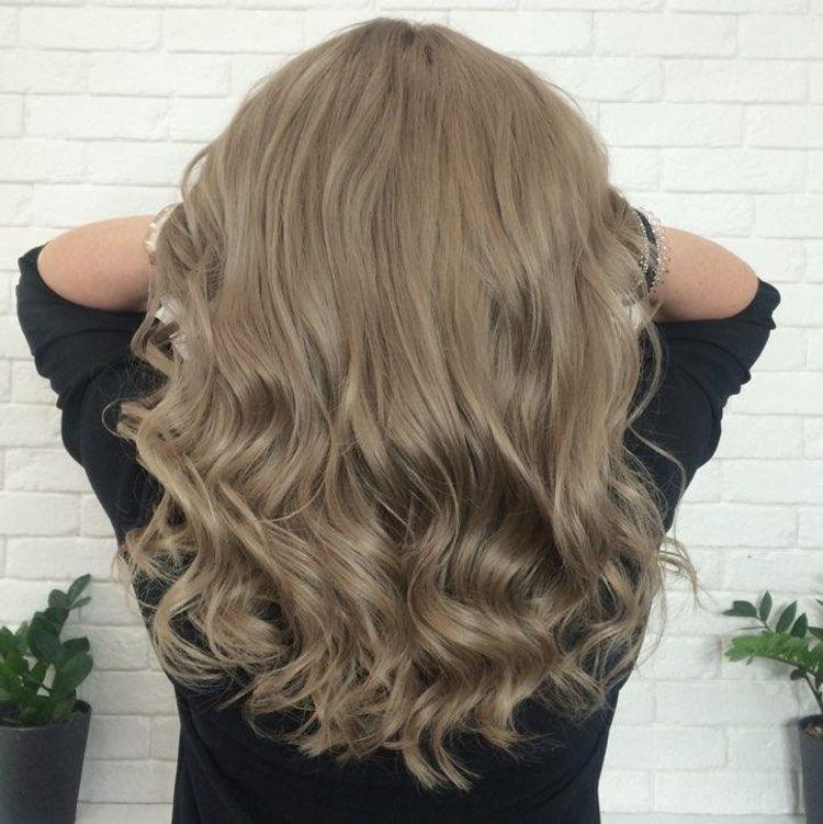 Popielato-stalowy blond.