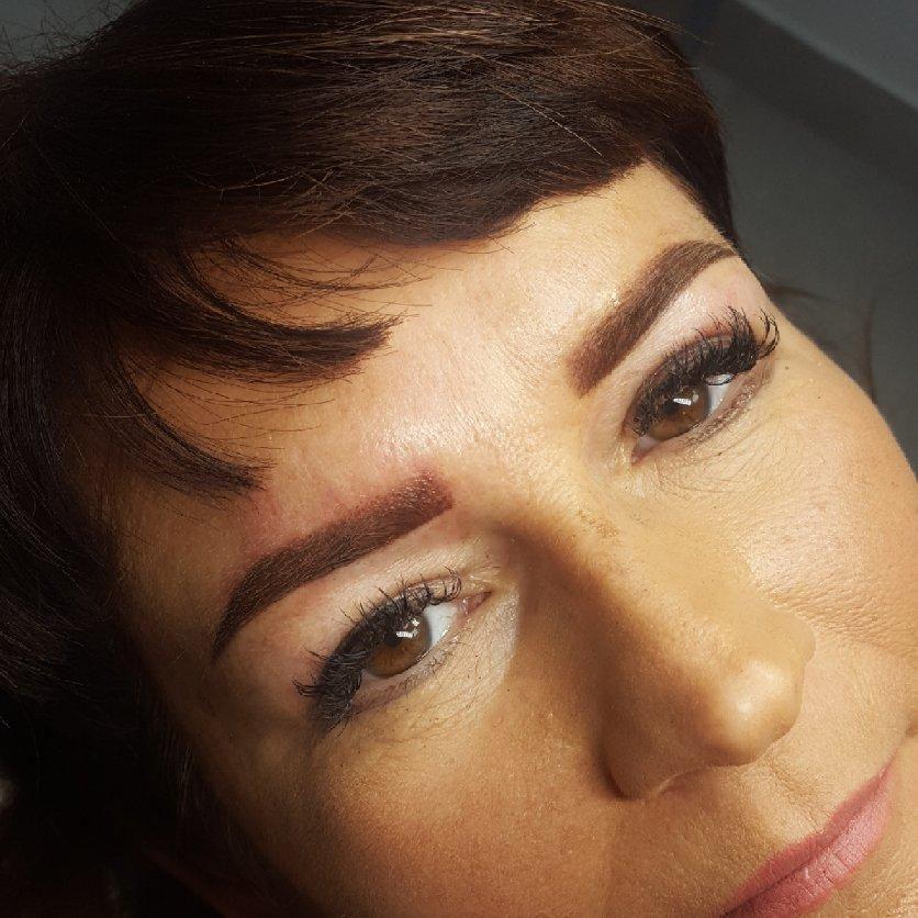 Salon Kosmetyczny, Paznokcie, Brwi i rzęsy - Madlen Clinic Gabinet Kosmetyczny Magdalena Cieślak