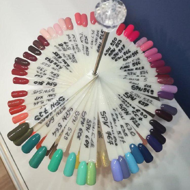Nasza kolekcja kolorów hybrydowych.