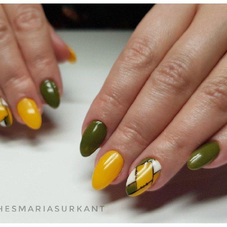 W naszym salonie można przedłużyć paznokcie żelem albo polygelem.