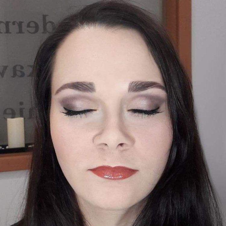 Zdjęcie po wykonaniu makijażu studniówkowego