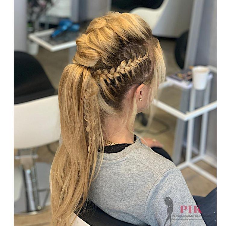 Kochani☺️❗️Zapraszamy do naszych Stylistek na różnego rodzaju fryzury i upięcia okolicznościowe: -biznesowe -ślubne -do sesji zdjęciowych ... -komunijne -wieczorowe