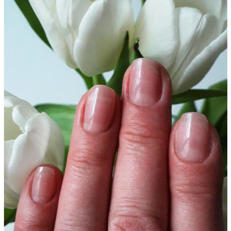 Przedłużanie paznokci akrylożelem
