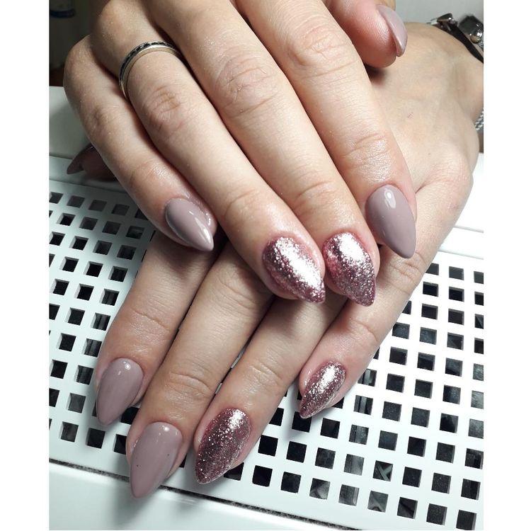 PrzedLużanie paznokci akrylożelem + hybryda