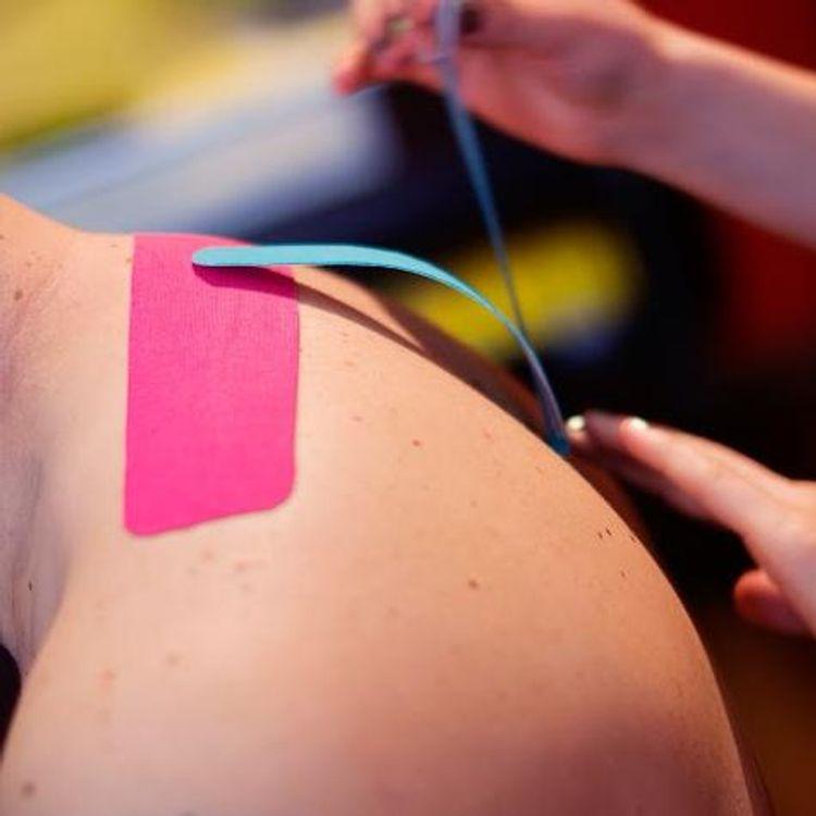 Kinezjotaping - aplikacja w napięciach i w bólach kręgosłupa w okolicy szyjnej.