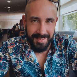 Jose Angel Diaz Martin - Salón de peluquería Mayba