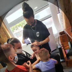 En Purullena , Macarena - Caparrós Barber's
