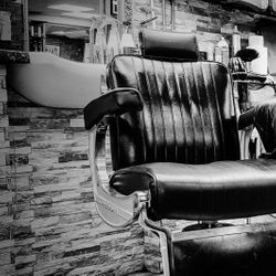 Toni and Luci's barbers, 2 cable st, E1 8JG, London, England, London
