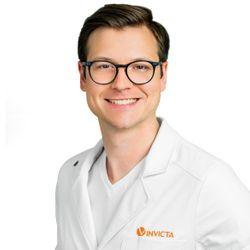 Lek.med.Michał Bartos - Klinika Anti-Aging INVICTA