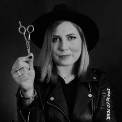"""Karolina - Studio Fryzjersko-Kosmetyczne  """"BeXclussive"""""""
