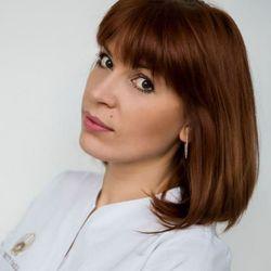 Marina Batycka - Celebrity Nails