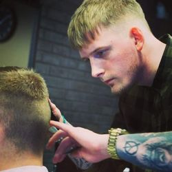 Kamil - Męska Kuźnia Barbershop