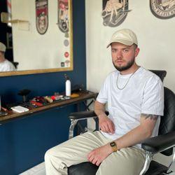 Wład Dolgolaptev - She & He Barber and Beauty Atelier