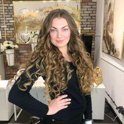 Irena hairstylist - LuxuryLoft