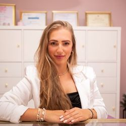 Nicole Jankowska - time to SHINE
