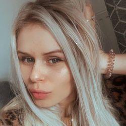 Vladylena Zhyronkina - WLA Beauty Bar