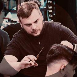 Damian Mowinski - Barbershop Rococo Fryzjer Męski