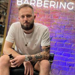 Konrad - Sztuka Barberingu Barbershop