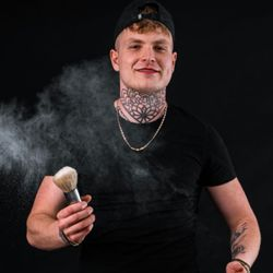 Adrian Jakubiszyn - Grey Barber